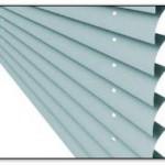 """Zastosowanie profilu """"C"""" pozwala na pochylenie piór do 55°, co umożliwia dowolną regulację natężenia światła w pomieszczeniu"""